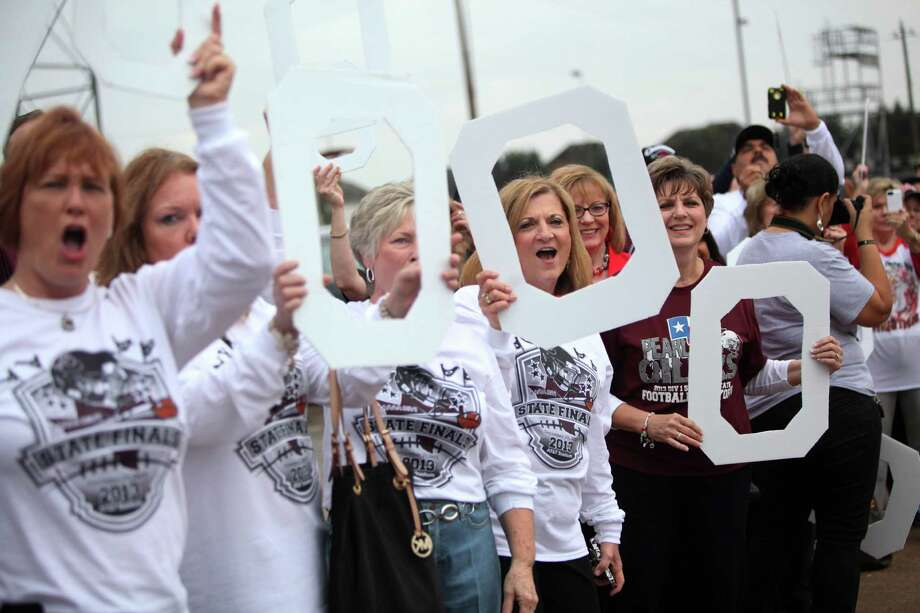 Family, students, and faculty send off the Pearland Oilers Varsity Football Team on their way to play State in Dallas on Friday, Dec. 20, 2013, in Pearland. Photo: Mayra Beltran, Houston Chronicle / © 2013 Houston Chronicle