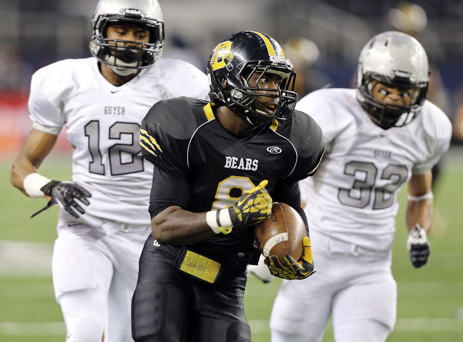 Brennan's Nathaniel Wells Jr. heads upfield as Denton Guyer's Ian Edwards (left) and Michael Carrillo give chase in the first half of the Bears' championship game loss at AT&T Stadium. Photo: Edward A. Ornelas / San Antonio Express-News / © 2013 San Antonio Express-News
