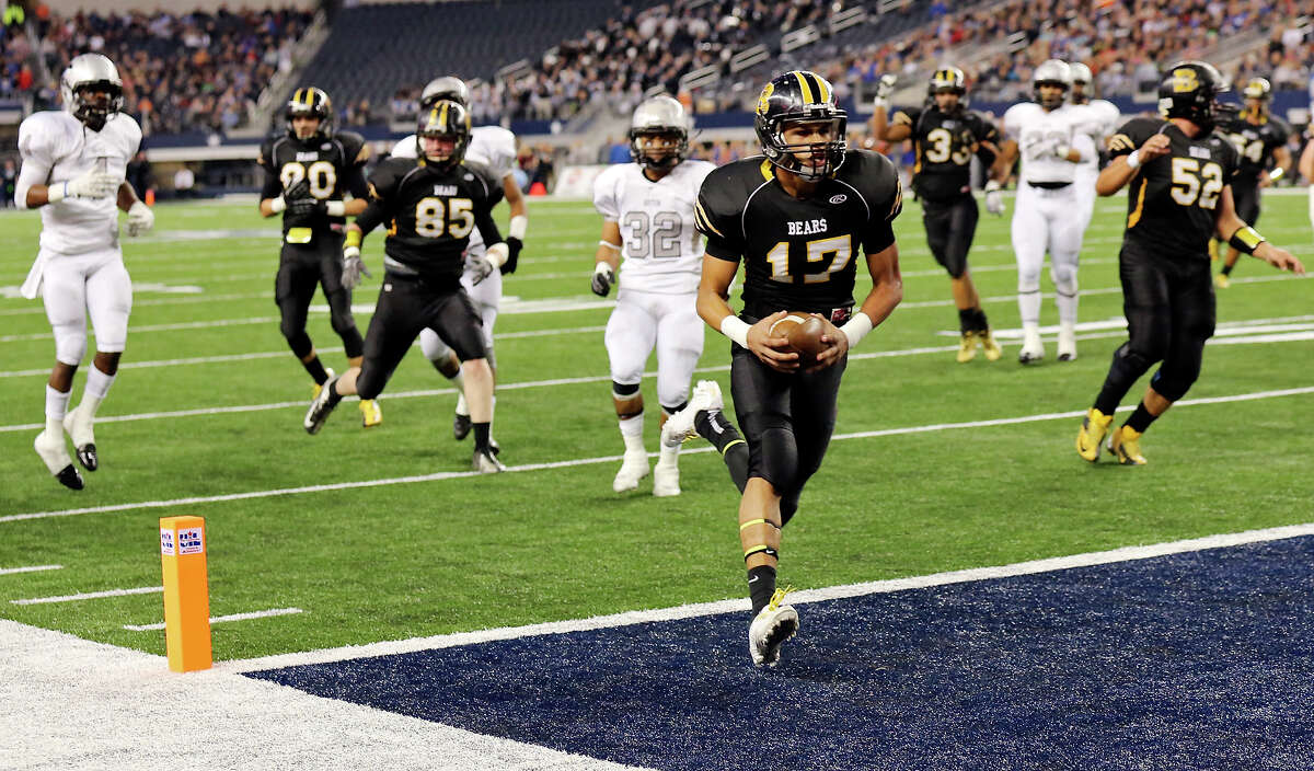 Brennan's Da'Shawn Key scores a touchdown against Denton Guyer during first half action of their Class 4A Division I state championship game Friday Dec. 20, 2013 at AT&T Stadium in Arlington, Tx.