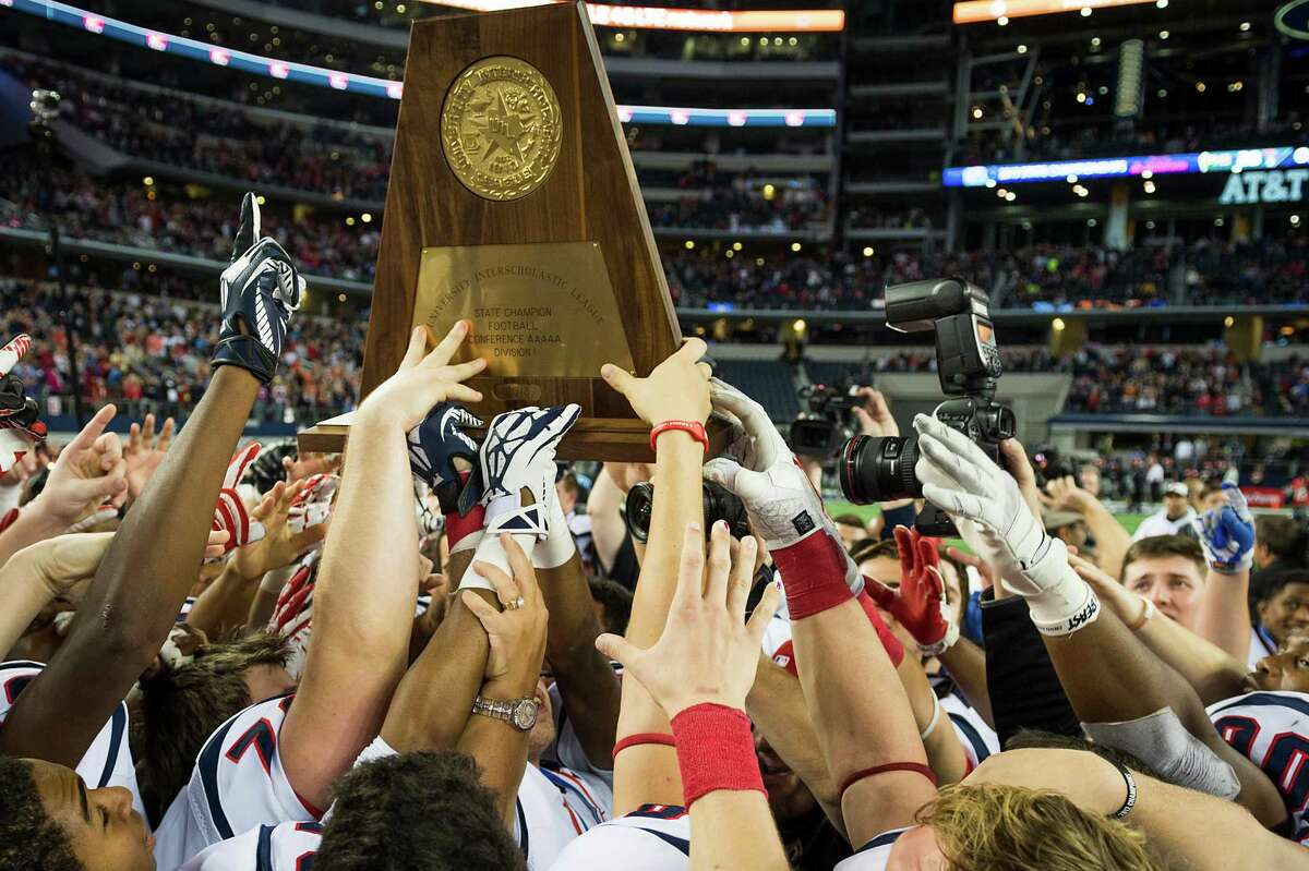 Carthage lifted a UIL state championship trophy for the sixth time Friday after it defeated Kennedale in the Class 4A, Division I final at AT&T Stadium in Arlington.