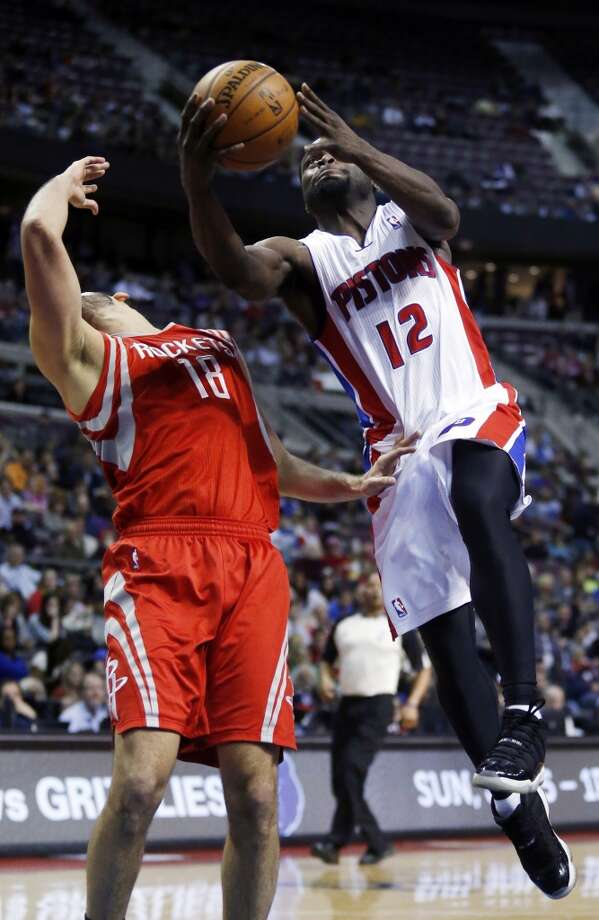 Pistons guard Will Bynum (12) goes to the basket against Rockets forward Omri Casspi (18). Photo: Duane Burleson, Associated Press