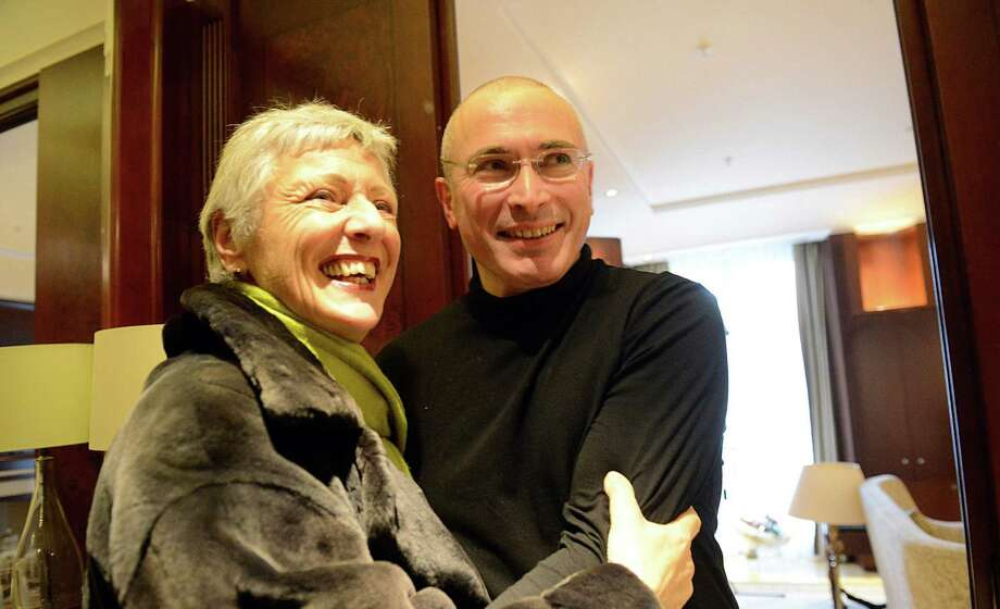 Former oil baron and Kremlin critic Mikhail Khodorkovsky (right), embracing German Green Party spokeswoman Marieluise Beck in Berlin, was released from prison Friday after 10 years. Photo: Stefan Kaminski / Getty Images / AFP