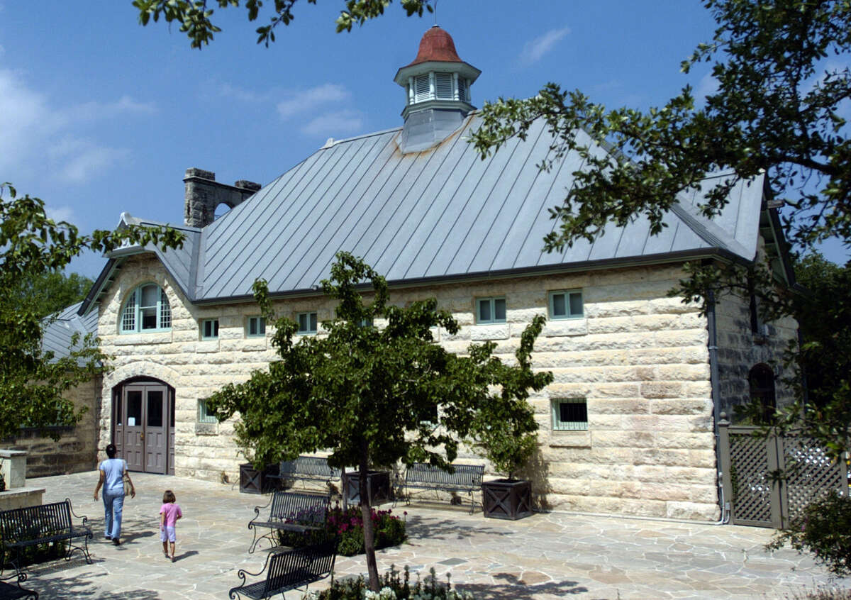 This is the Sullivan Carriage House at the San Antonio Botanical Garden. Wednesday April 19, 2006. John Davenport / STAFF
