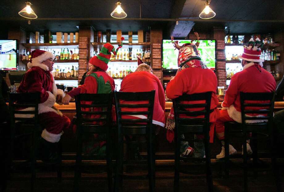 Santa and his elves take all the spots at the bar in The Lodge Sports Grille. Photo: JOSHUA TRUJILLO, SEATTLEPI.COM / SEATTLEPI.COM