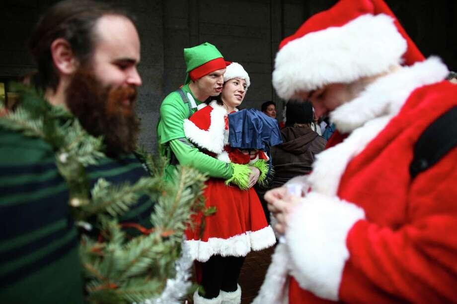 An elf keeps Mrs. Claus warm outside of King Street Station. Photo: JOSHUA TRUJILLO, SEATTLEPI.COM / SEATTLEPI.COM