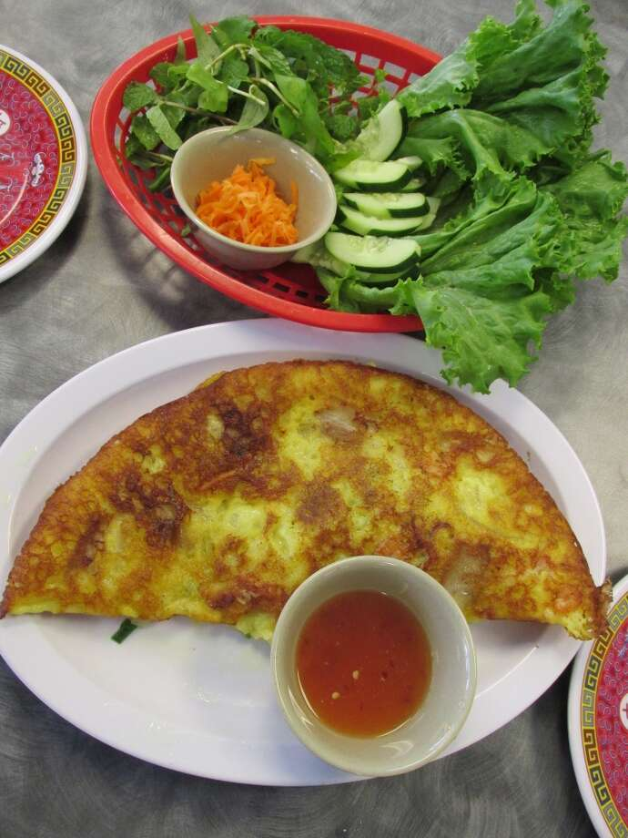 Banh Xeo (#5) - rice pancake with shrimp and pork, served with fresh veggie toppings - at Pho Ha in Nederland. Photo: Cat5