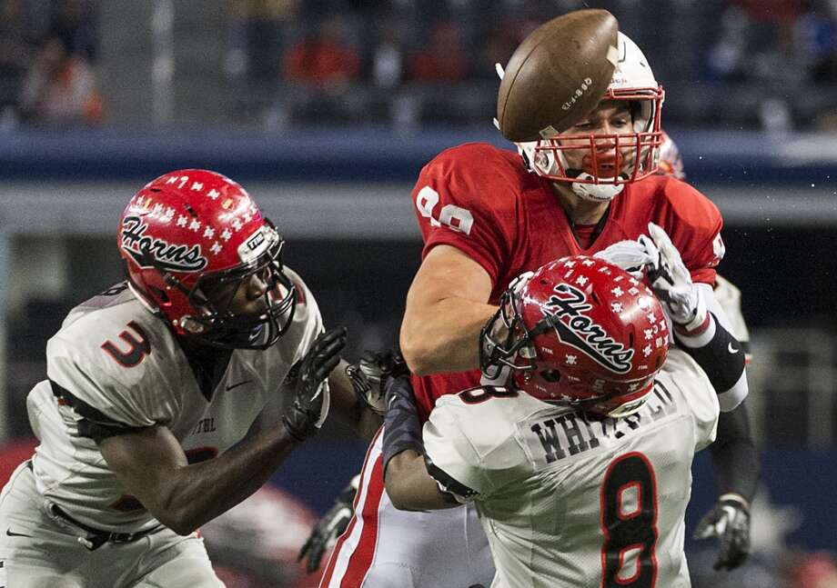 Katy tight end Sloan Spiller (88) has a pass knocked away by Cedar Hill cornerback Tomunci Whitfield (8). Photo: Smiley N. Pool, Houston Chronicle