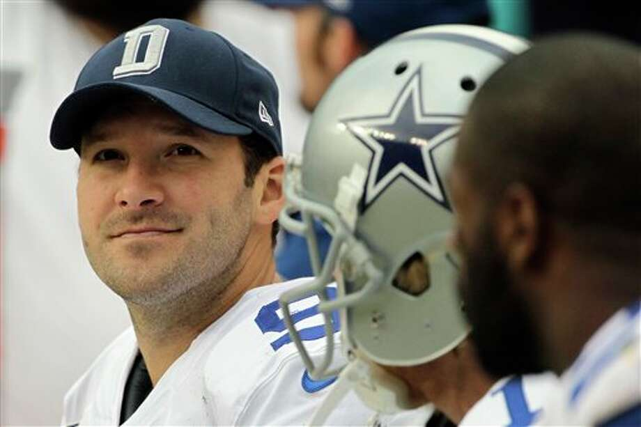 Dallas Cowboys quarterback Tony Romo watches the action from the bench during the first half of an NFL football game against the Washington Redskins in Landover, Md., Sunday, Dec. 22, 2013. Photo: Mark Tenally, AP / =520400360Source=