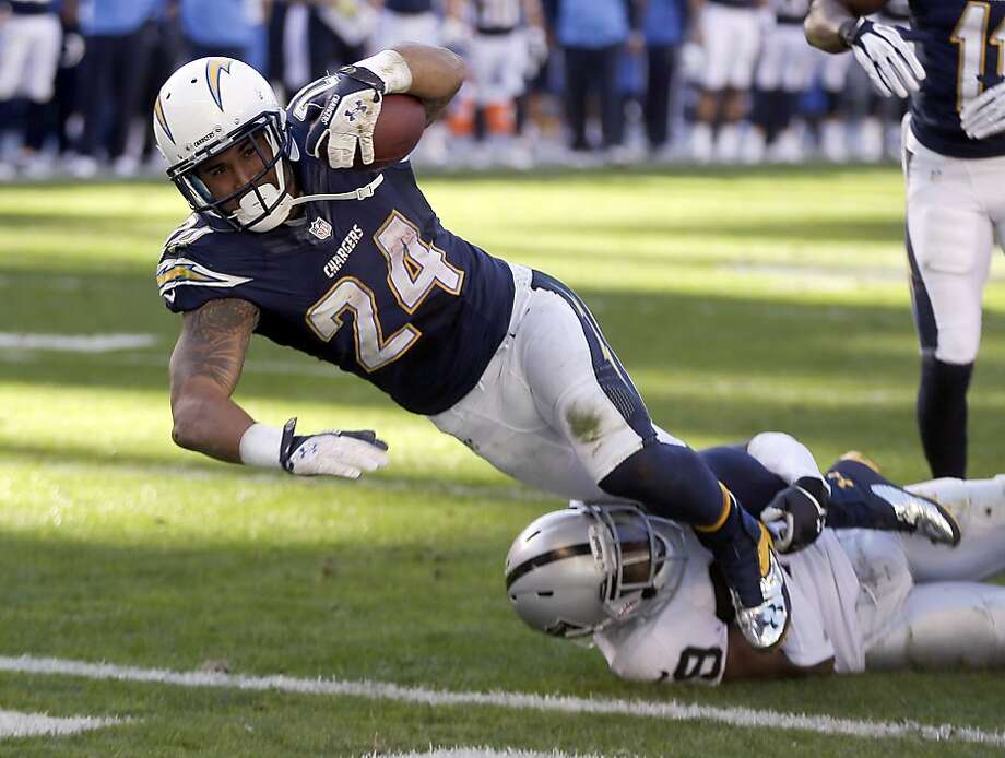 San Diego's Ryan Mathews scored on this 7-yard run in the second quarter. Mathews finished with 99 rushing yards. Photo: Lenny Ignelzi, Associated Press