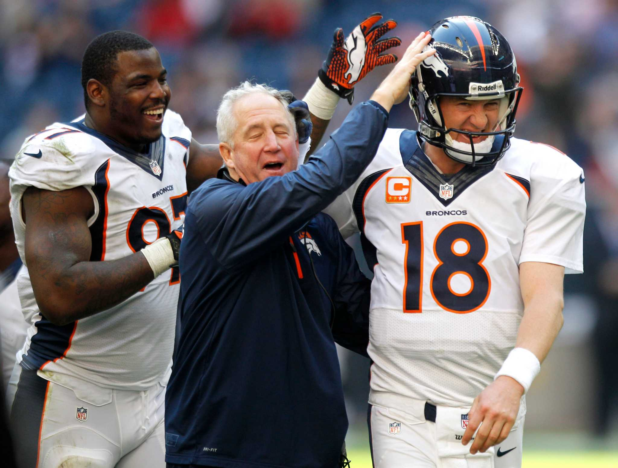 Manning caps big day by breaking mark for TD passes ...