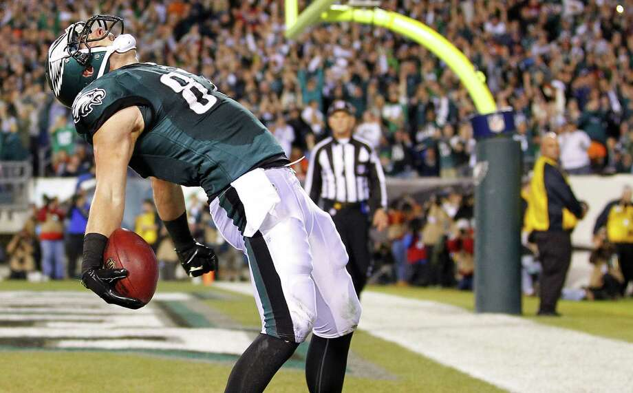 Eagles tight end Brent Celek celebrates his first-quarter touchdown reception. The Eagles led 24-0 in the second quarter before the Bears scored. Photo: Rich Schultz / Getty Images / 2013 Getty Images