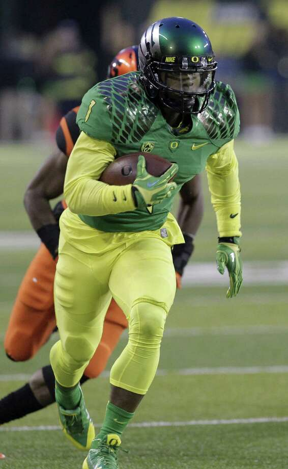 Oregon's Josh Huff, a Houston Nimitz graduate, leads the Ducks in receptions (57), receiving yards (1,036) and touchdown catches (11). Photo: Don Ryan / Associated Press / AP