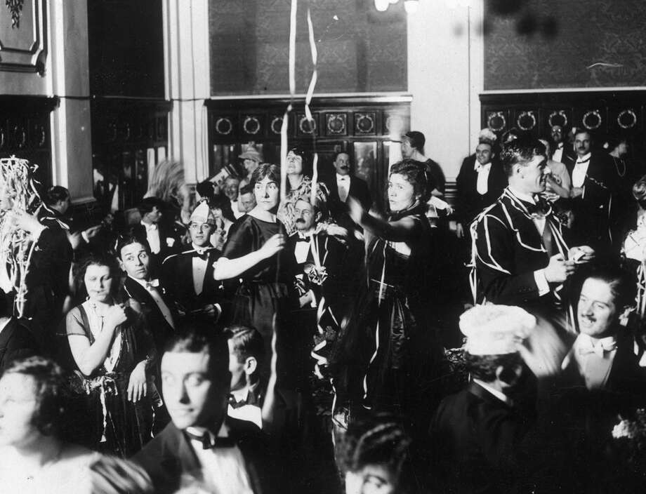 Revelers celebrate the New Year during a party at the Hotel Victoria in London on Jan. 1, 1921. Photo: Kirby, Getty Images / Hulton Archive