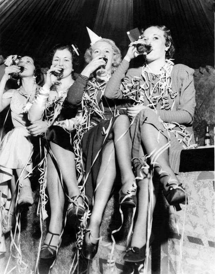 Young women making a toast during a New Year's Eve celebration on Dec. 31, 1932. Photo: KEYSTONE-FRANCE, Getty Images / KEYSTONE-FRANCE