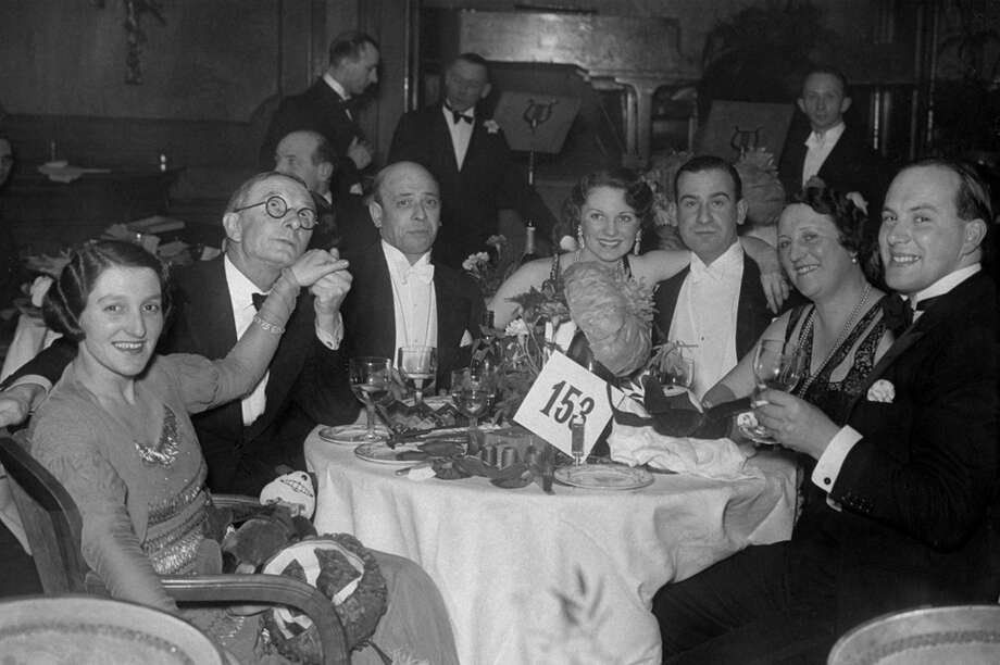 A New Year's Eve celebration at London's Piccadilly Hotel on Dec. 31, 1931. Photo: Sasha, Getty Images / Hulton Archive