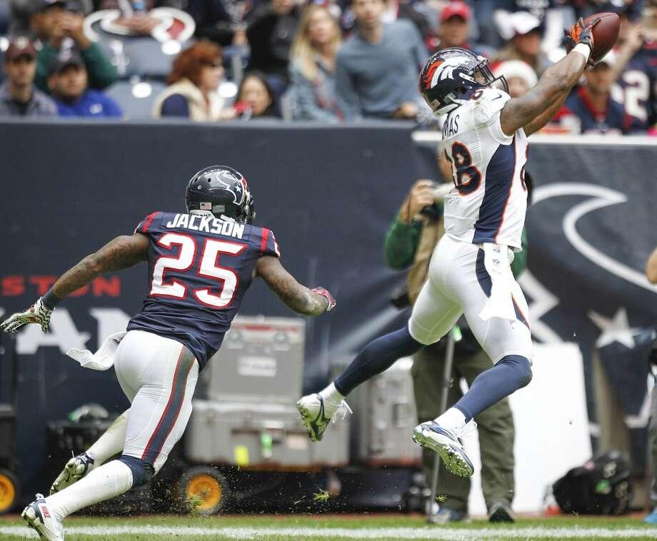 Broncos tight end Julius Thomas makes a catch in front of Texans cornerback Kareem Jackson. Photo: Brett Coomer, Houston Chronicle