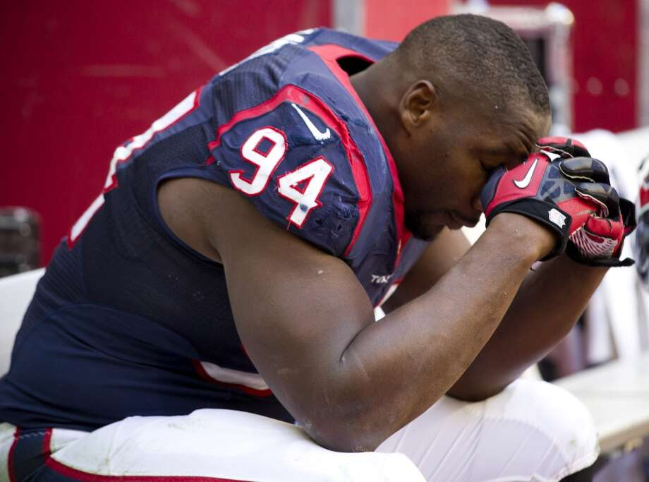 Texans defensive end Antonio Smith sits on the bench near the end of the game. Photo: Brett Coomer, Houston Chronicle