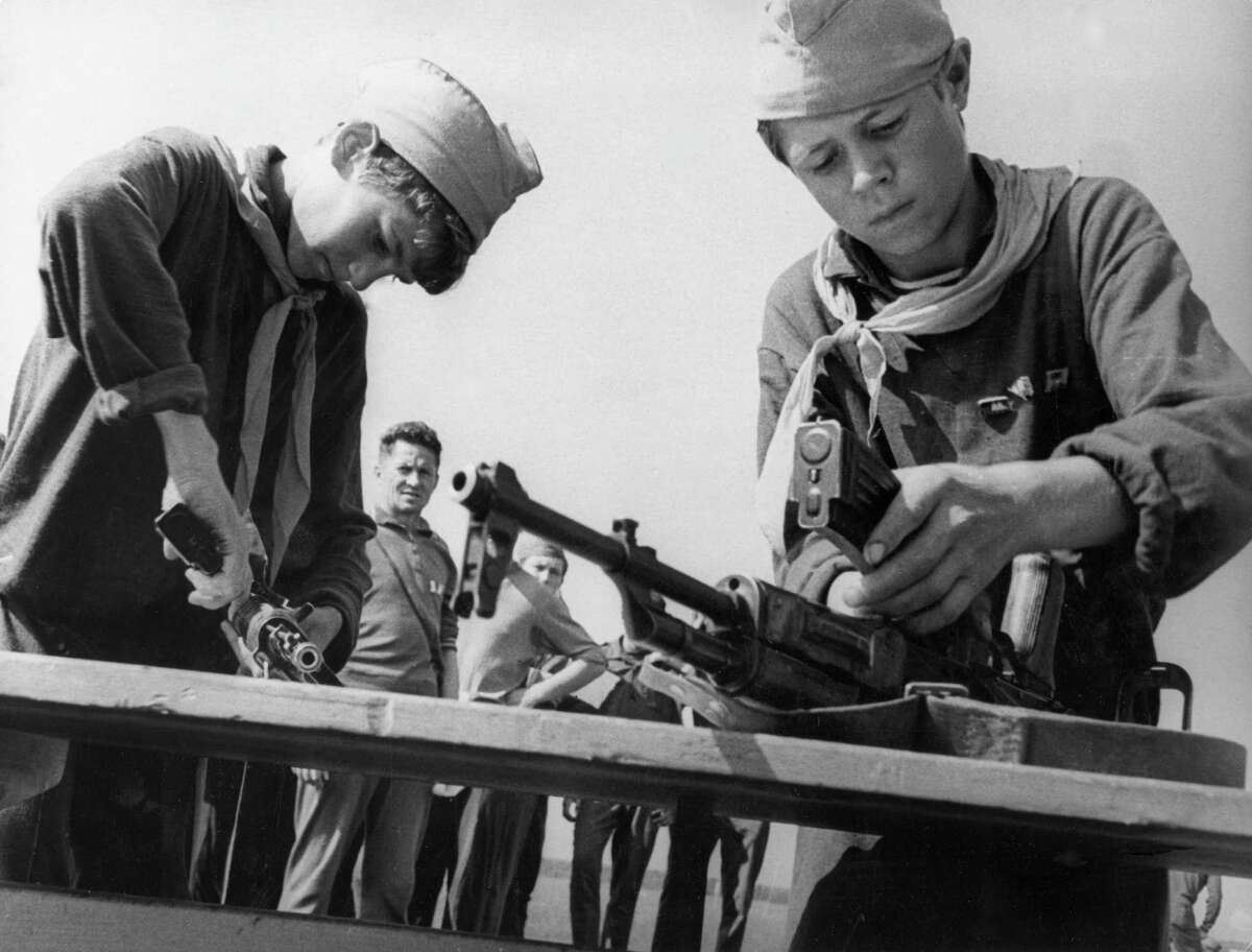 1969: Soviet pioneers during a competition to be the quickest to to dismantle and reassemble a gun.