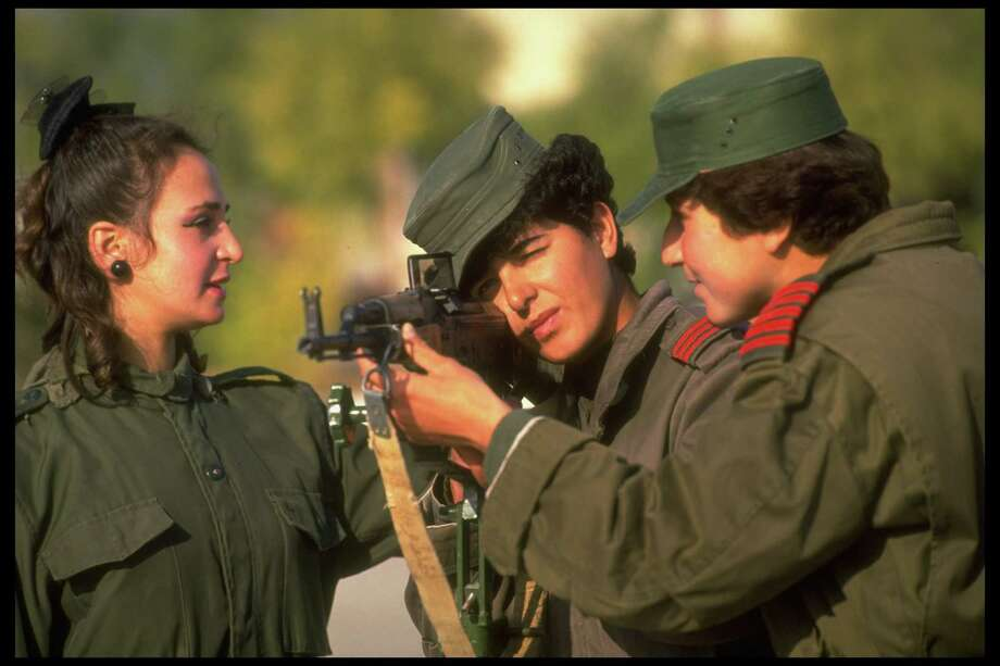 1992: A cadet aims a Russian-made AK-47 Kalashnikov assault rifle at the Syrian Women's Military Academy. Photo: Barry Iverson, Getty Images / Barry Iverson