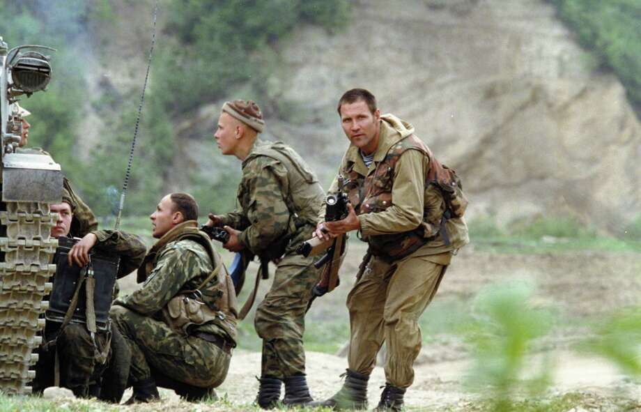 2000: Russian paratroopers search for a Chechen sniper who was later found and neutralized. Photo: Sovfoto, Getty Images / Universal Images Group Editorial