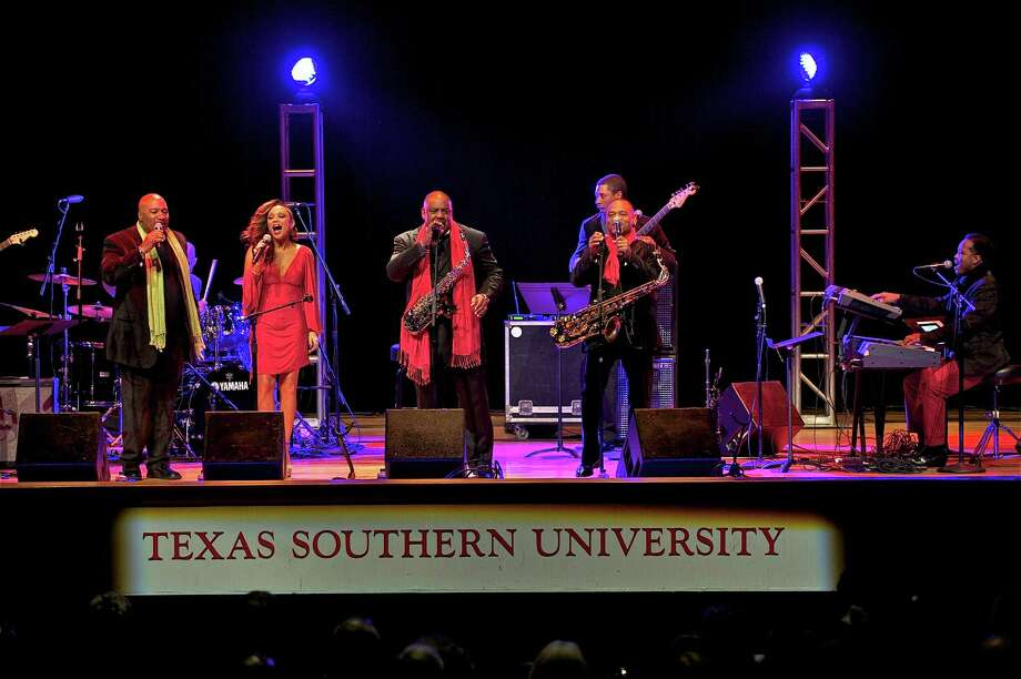 Kevin Whalum, Chante Moore, Gerald Albright, Kirk Whalum and John Stoddart brought the crowd to its feet with an unforgettable performance at Texas Southern University. Photo: Courtesy Of Texas Southern University