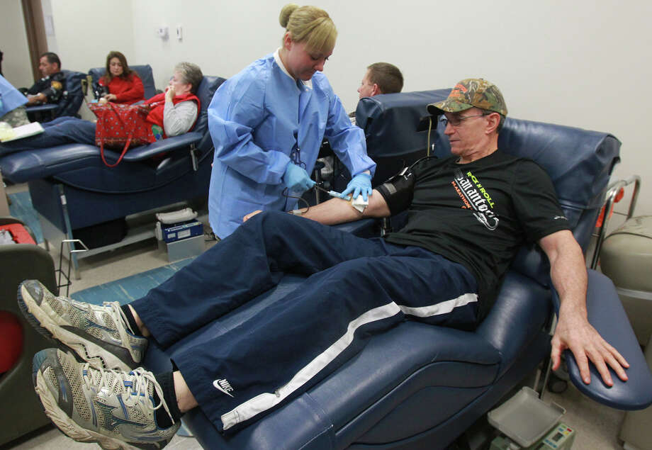 SAPD Chief William McManus gives blood Monday in honor of Officer Robert Deckard who died Friday in the line of duty. Photo: John Davenport, San Antonio Express-New / ©San Antonio Express-News/Photo may be sold to the public