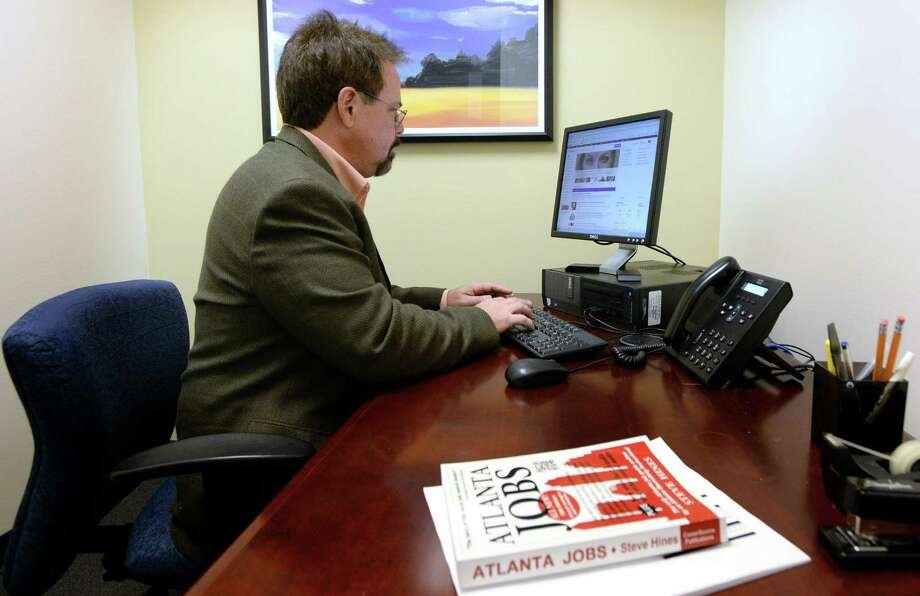 Dale Sexton, who is depending on unemployment benefits, uses a computer to search for jobs at an office where he has been getting help with his job search, Dec. 11, 2013, in Atlanta. (Hyosub Shin/Atlanta Journal-Constitution/MCT) ORG XMIT: 1146724 Photo: HYOSUB SHIN / Atlanta Journal-Constitution
