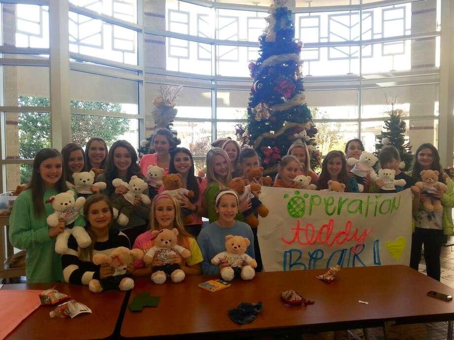 Beckendorff Junior High School Bear cheerleaders will their teddy bears. Photo: Katy Independent School District Photo