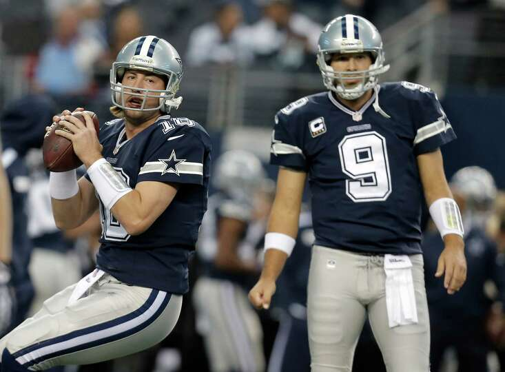 Dallas Cowboys quarterbacks Kyle Orton (18) and Tony Romo (9) warm up before an NFL football game, T