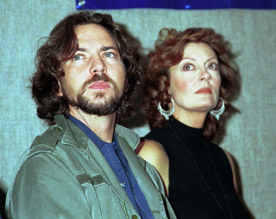 2000: Susan Sarandon and guest prepare for a rally for Green Party presidential candidate Ralph Nader in New York City. Photo: George De Sota, Getty Images / Hulton Archive