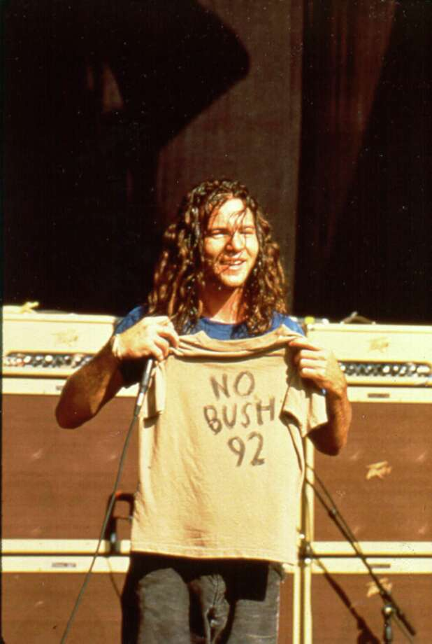 1990: Vedder is now old enough to have opposed two members of the Bush family. Photo: Anna Krajec, Getty Images / Michael Ochs Archives