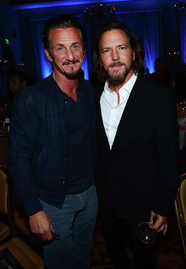 2013: Vedder consoles Sean Penn following his defeat in their goatee-growing completion. Photo: Michael Buckner, Getty Images / 2013 Getty Images