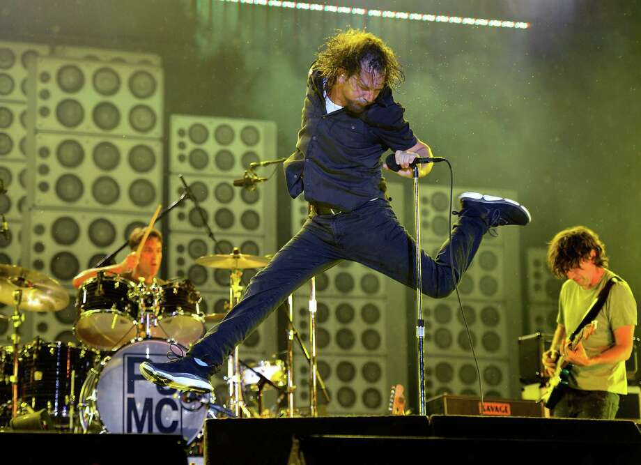 2012: Vedder demonstrates settles the debate on whether Pearl Jam could have gone hair metal. Photo: Kevin Mazur, Getty Images / 2012 Kevin Mazur