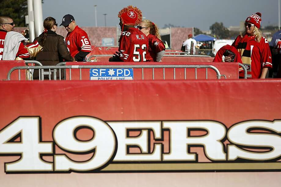 Fans start lining up at the gates before the San Francisco 49ers play the Atlanta Falcons during a Monday Night Football game which will be the last regular season game to be held at Candlestick Park in San Francisco, CA, Monday, December 23, 2013. Photo: Michael Short, The Chronicle