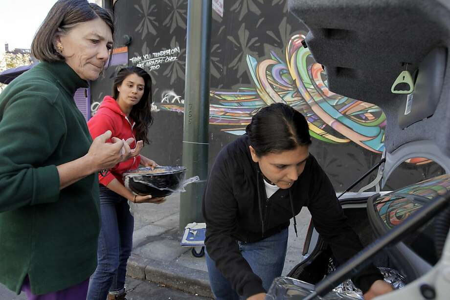 Alexandra Vuksich (left) brings food to Alya Briceño (right) and Jenni Jain at the UFO Study, which studies viral hepatitis. Photo: Carlos Avila Gonzalez, The Chronicle