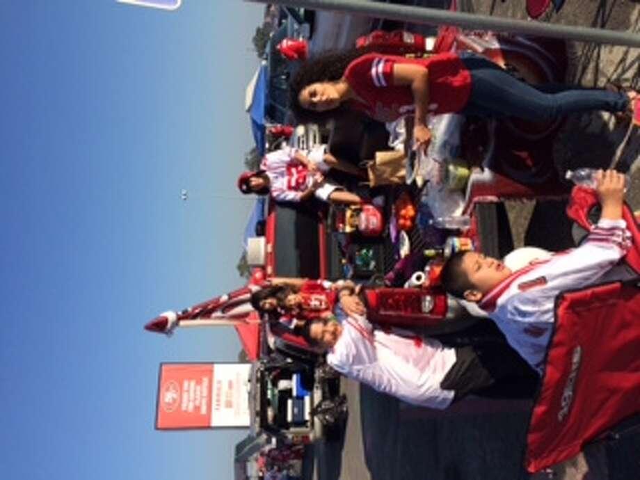 The 49er Faithful begin the party. (Al Saracevic/SF Chronicle)