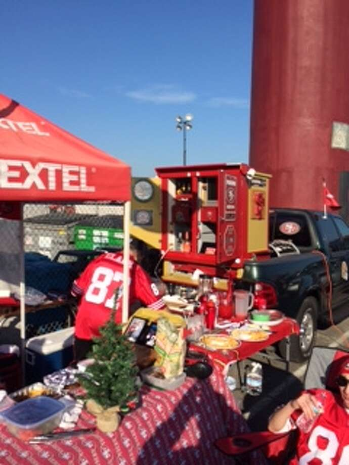 Check out the bar at this tailgate. (Al Saracevic/SF Chronicle)
