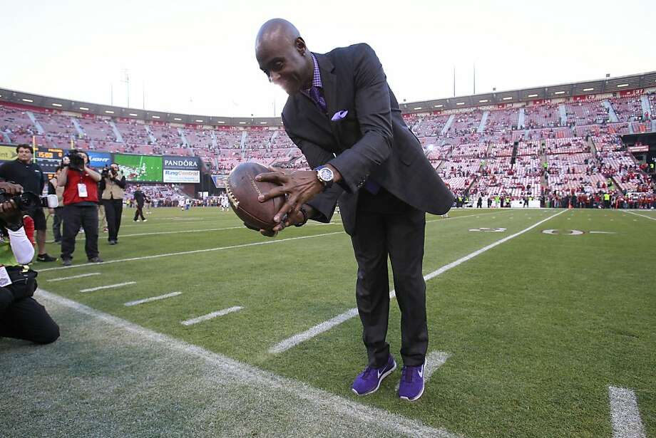 Former San Francisco 49ers wide receiver Jerry Rice catches a pass along the sideline before the game between the San Francisco 49ers and Atlanta Falcons at Candlestick Park on Monday December 23, 2013 in San Francisco, Calif. Photo: Beck Diefenbach, Special To The Chronicle