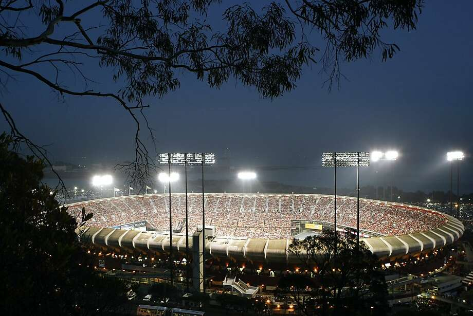 The San Francisco 49ers play their last regular-season game at Candlestick Park. Photo: Michael Short, The Chronicle