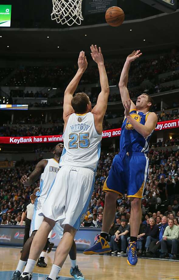 David Lee, who scored a game-high 28 points, puts up a shot over Denver's Timofey Mozgov. Photo: David Zalubowski, Associated Press