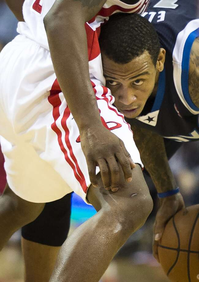 Mavericks shooting guard Monta Ellis collides with Rockets point guard Aaron Brooks. Photo: Smiley N. Pool, Houston Chronicle