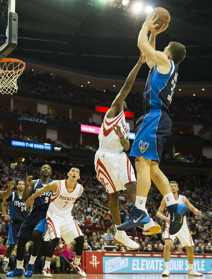 Mavericks point guard Gal Mekel shoots over Aaron Brooks. Photo: Smiley N. Pool, Houston Chronicle