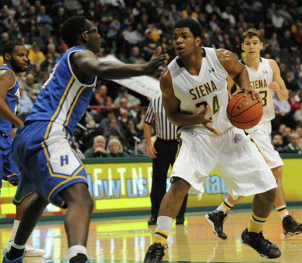 Siena's Lavon Long is guarded by Hofstra's Moussa Kone during a basketball game at the Times Union C