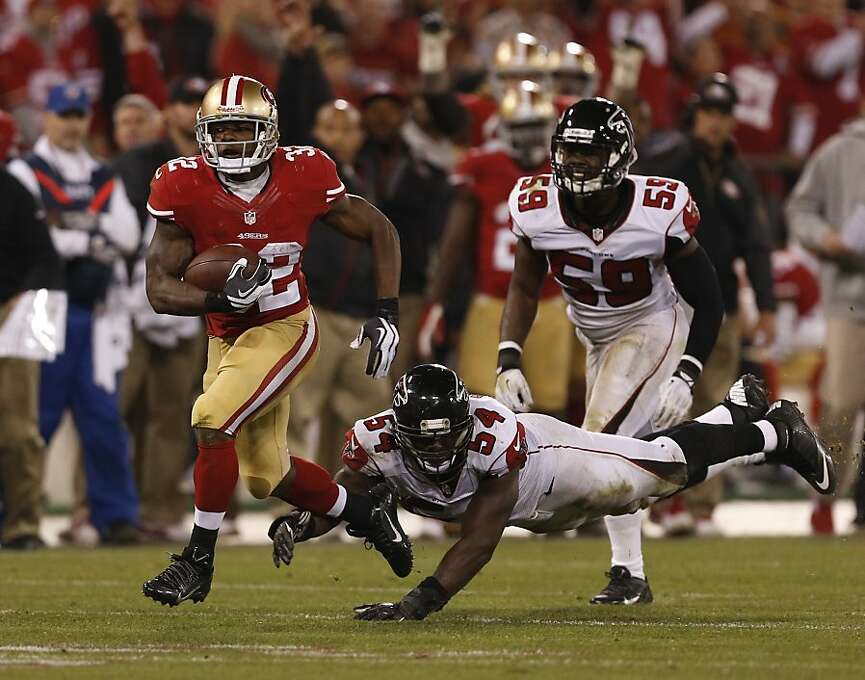 San Francisco 49ers running back Kendall Hunter (32) gets away from Atlanta Falcons outside linebacker Stephen Nicholas (54) and outside linebacker Joplo Bartu (59) during Monday night's game on Dec. 23, 2013 in San Francisco, Calif. Photo: Beck Diefenbach, For The Chronicle