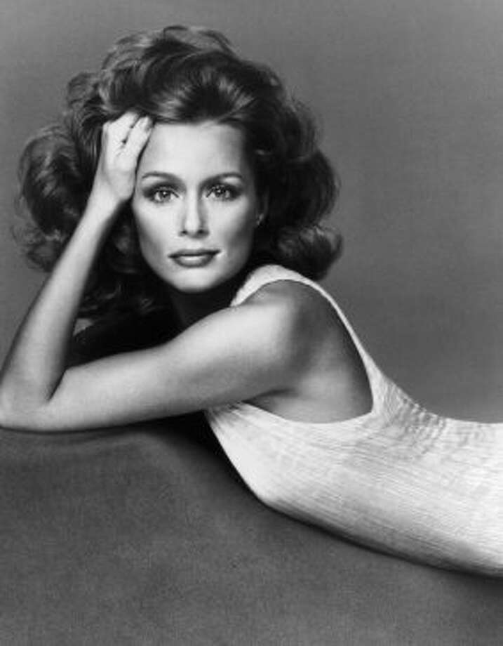 American actress and supermodel Lauren Hutton poses in a sleeveless dress in a pleated fabric, possibly by Mary McFadden, 1974. Photo: Archive Photos, Getty Images