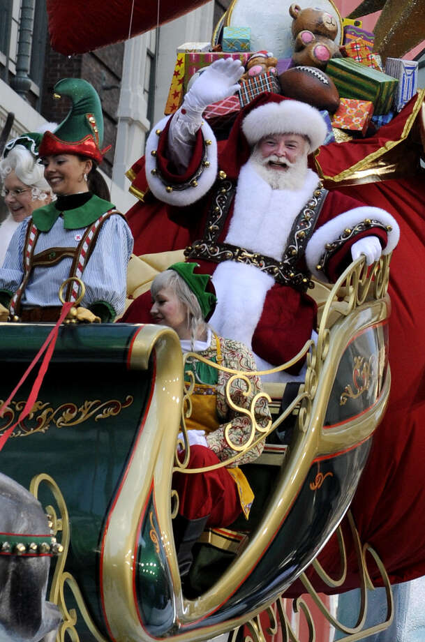 """Santa Claus """"lives and lives forever. ... He will continue to make glad the heart of childhood."""" Photo: Louis Lanzano / Associated Press / FR77522 AP"""