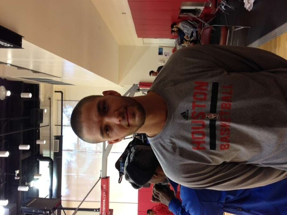 Chandler Parsons sports his new look for a new friend at Rockets practice on Christmas Eve. Photo: Jenny Dial Creech, Houston Chronicle