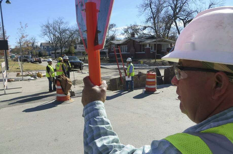 Except for the final layer of asphalt, Texas Sterling Construction workers are expected to wrap up the Walnut Avenue project in New Braunfuls by the end of December. Photo: San Antonio Express-News / San Antonio Express-News