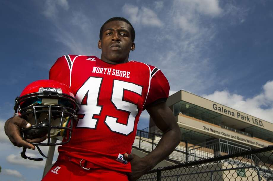 LB Zach Whitley, Sr., North Shore Photo: J. Patric Schneider, For The Chronicle