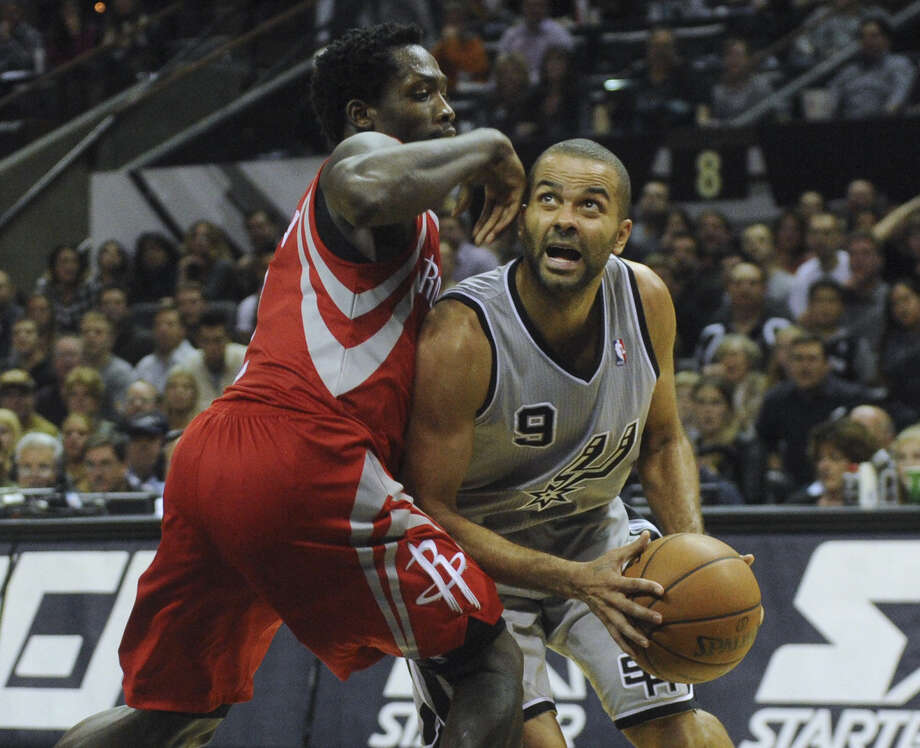Tony Parker will have lots of family and friends in attendance for the Spurs' Christmas Day showdown with the Rockets. Photo: Billy Calzada / San Antonio Express-News / San Antonio Express-News